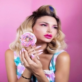 """You are never fully dressed without a perfect set of nails""💯💅 Μας λέει η @alexandra__panagiotarou κι εμείς χαιρόμαστε να την κάνουμε να νιώθει ξεχωριστή!! 💎💎 . #laloonails #laloo_team #laloocosmetics #nailporn #nailart"