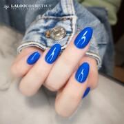 💙 Νο.162 Μπλε Ρουά 💙  Αυτή η απόχρωση θα ταιριάξει σε όλες μας τις εμφανίσεις από το πρωί έως το βράδυ! Συμφωνείτε;  📸 @kostadina_tsihlas   #ILIANAxLALOO #IlianaLovesLaloo #LalooUrbanVibes #laloocosmetics #laloonails
