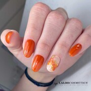 Golden hour orange 🌇  Οι επιλογές είναι ατελείωτες, ειδικά αν συνδυάσεις τα σωστά προϊόντα! Με ποιο προϊόν #laloo πιστεύετε ότι έγινε το σχέδιο στον παράμεσο; Γράψτε μας στα σχόλια 🧡  #ILIANAxLALOO #IlianaLovesLaloo #LalooUrbanVibes #laloocosmetics #laloonails