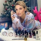 Όπως και να περάσεις τα φετινά Χριστούγεννα, αξίζεις να έχεις την καλύτερη περιποίηση!! 💅 Κι εμείς στη Laloo Cosmetics προτείνουμε να κάνεις το manicure σου, να εξοπλιστείς με την πιο καλή σου διάθεση και να εξοστρακίσεις την αρνητική ενέργεια μακριά!!!  We can do this!! ❤️ . @alexandra__panagiotarou σ ευχαριστούμε για την υπέροχη ενέργεια σου!!  . Μην ξεχάσεις να δοκιμάσεις τη νέα σειρά απλών βερνικιών weekly nail polish Laloo Cosmetics που δε χρειάζονται βάση και έχουν διάρκεια μέχρι και 1 εβδομάδα!!  . #laloonails #laloo #laloocosmetics #laloomania #nailstyle #nailart #nails #nailartist #instanails