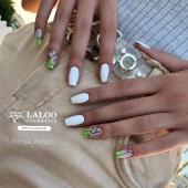 Γιατί το καλοκαιράκι, 💦 το λευκό είναι λατρεία και αξία σταθερή!! 💎 Nail art by @georgia_tax_ 👏🏻 . #laloo_team #laloonails #laloo #laloocosmetics #nails #nailart #nailporn #nailpolish