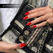 ❤️ ή 🧡;  Το Νο.152 Κοραλοκόκκινο θα κλέψει την καρδιά όσων αγπαούν το κόκκινο, αλλά και το πορτοκαλί μανικιούρ!  #laloocosmetics #laloonails