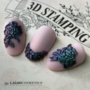 New entry Laloo 3D Stamping 🆕🆕  Εάν έχεις καλλιτεχνική διάθεση και θες να δημιουργήσεις, feel free να δοκιμάσεις το ΚΑΛΥΤΕΡΟ προϊόν! Μια μαλακή, εύκαμπτη πλακέτα για τα τρισδιάστατα σχέδιά σου!  Με δύο θεματολογίες: Λουλούδια 🌻 και Πεταλούδες 🦋  Για το σχέδιο χρησιμοποιήσαμε: ημιμόνιμο χρώμα N.180, Plasteline 3D N.16, Chameleon Powder N.5 No Wipe Matte Top Coat, No Wipe Top Coat   📸 @g_nailtales   #laloonails #laloocosmetics