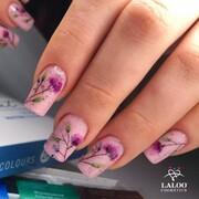 Το πρώτο βήμα για την επιτυχία είναι να μη φοβάστε την αποτυχία!  Αν αγαπάτε το nail art, δοκιμάστε να σχεδιάσετε ακόμα και αν στην αρχή δεν έχετε εμπιστοσύνη στις δυνάμεις σας! Η σκληρή προσπάθεια θα σας ανταμείψει!  🎨 Παλέτα ακουαρέλας Sonnet και Ν.134   📸 @georgia_taxiarhi   #laloonails #laloocosmetics